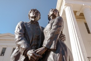 Dred and Harriet Scott statues in front of the Old Court House