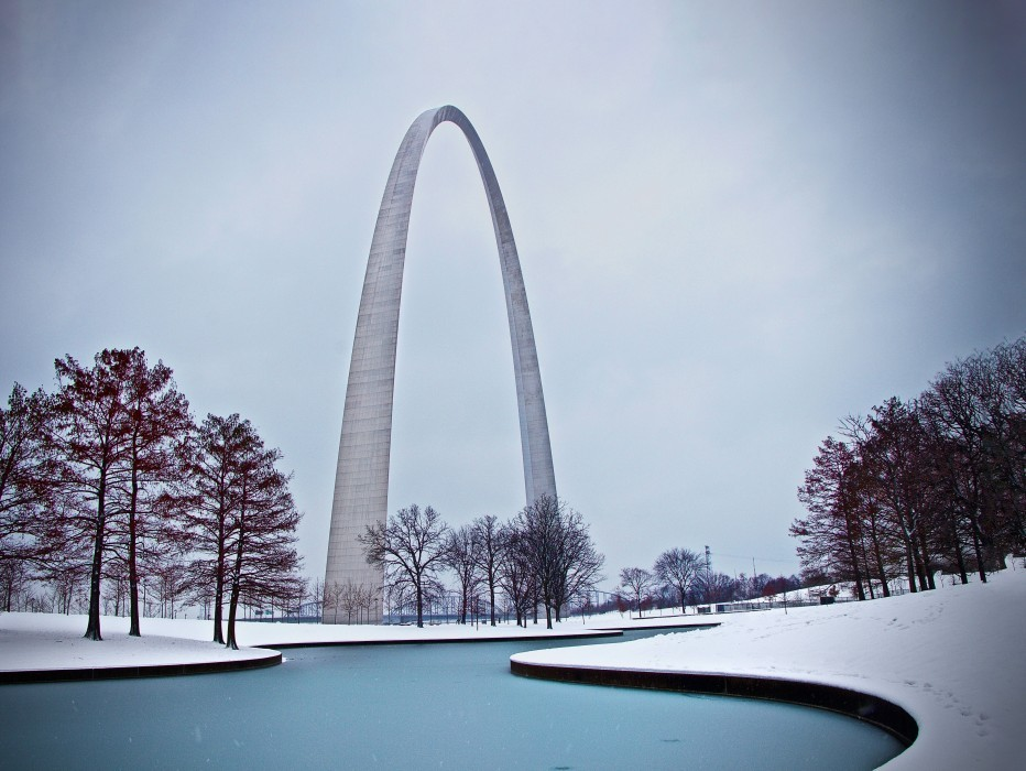 Gateway Arch National Park during the winter