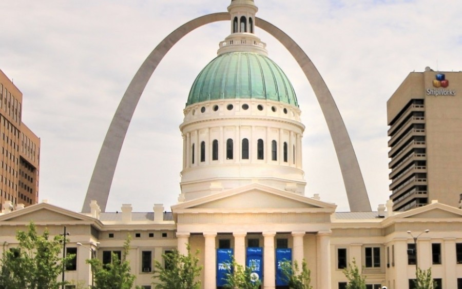 The Old Court House and the Gateway Arch