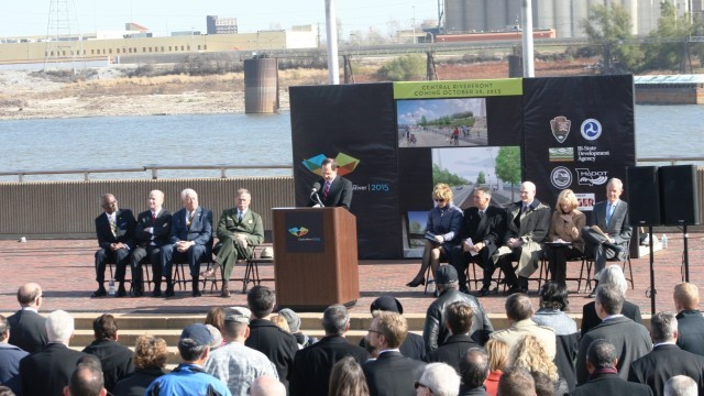 Commemorating the CityArchRiver construction project